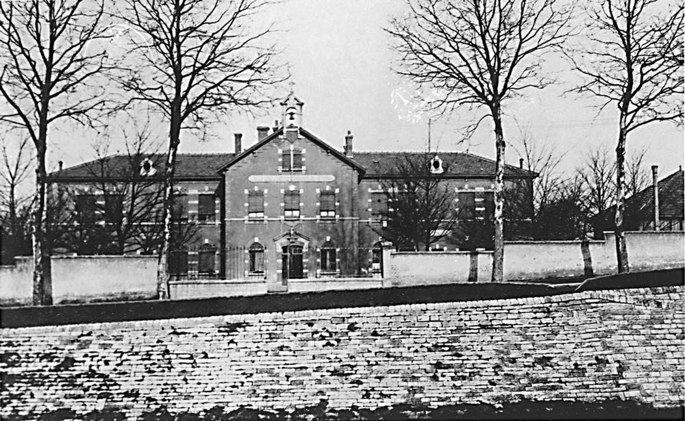Ecole9 1900
